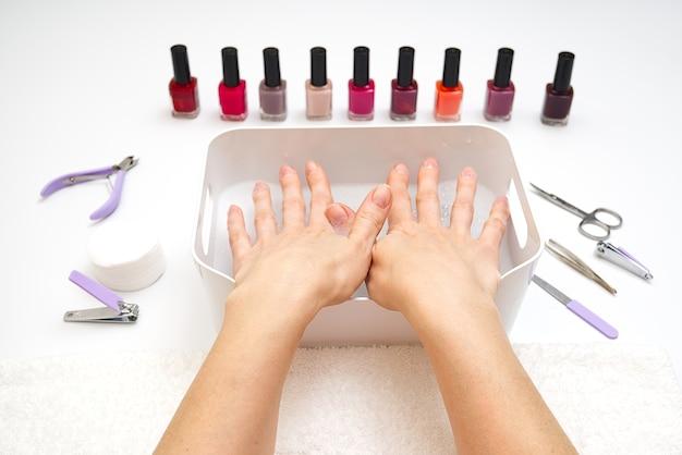 Afbeelding van het op verschillende manieren gebruiken van manicure met de sterkste kanten