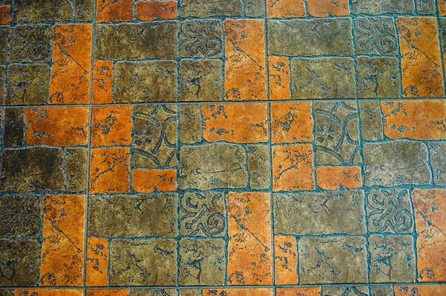 Afbeelding van interieur vloeren met rood oranje bestrating platen. de textuur van de tegel is rood en grijs