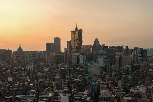 Afbeelding van macau (macao), china. wolkenkrabberhotel en het casinobouw bij de stad in in macao (macao).