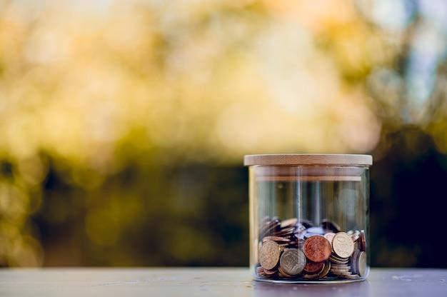Afbeelding van muntwaarde concept van geld te besparen voor toekomstige vrienden