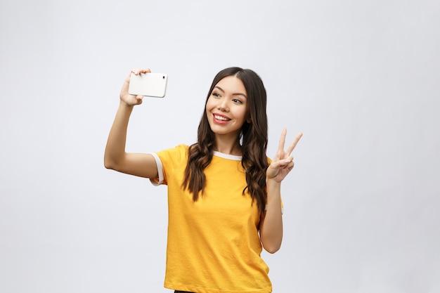 Afbeelding van opgewonden gelukkige jonge vrouw