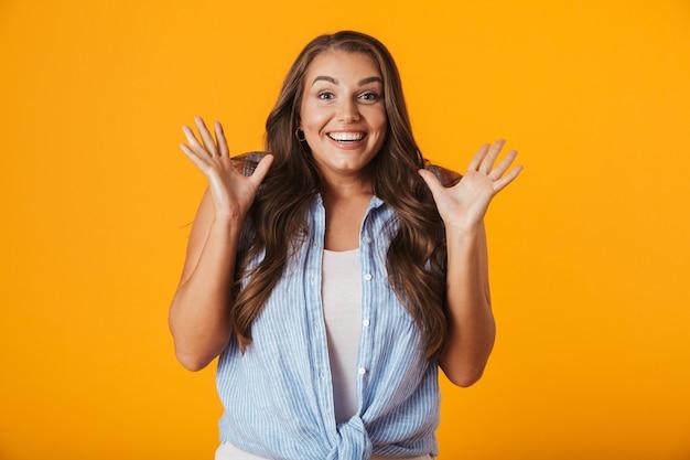 Afbeelding van opgewonden jonge vrouw