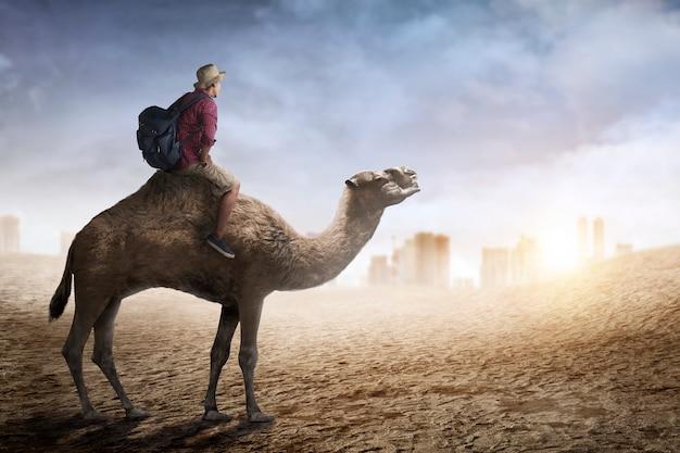 Afbeelding van reiziger kameel rijden