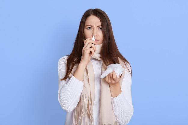 Afbeelding van zieke vrouw met lopende neus
