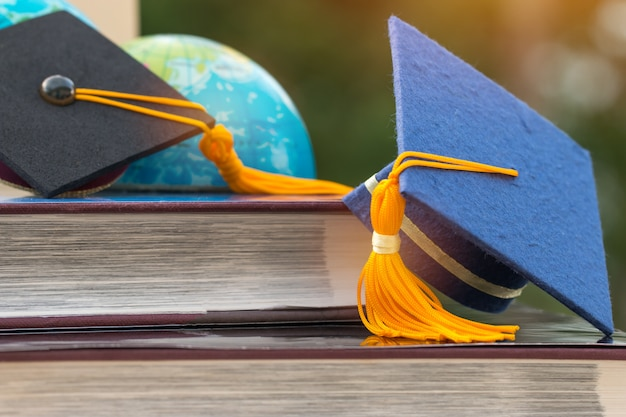 Afgestudeerd of onderwijs kennis leren studeren in het buitenland concept: