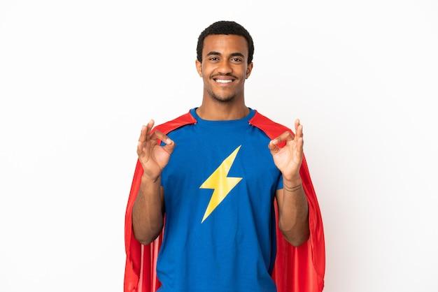 African american super hero man over geïsoleerde witte achtergrond met een ok teken met vingers