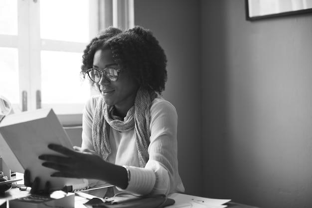 African descent reading zoeken design concept