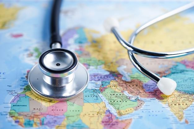 Afrika: stethoscoop met wereldkaart