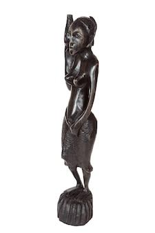 Afrikaans antiek zwart ebbenhouten standbeeld van vrouw die water draagt op een witte achtergrond