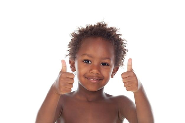 Afrikaans kind dat ok op witte achtergrond zegt
