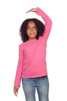 Afrikaans meisje dat meet wat is gegroeid