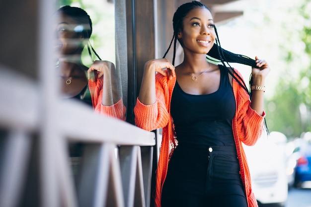 Afrikaanse amerikaanse vrouw gelukkig
