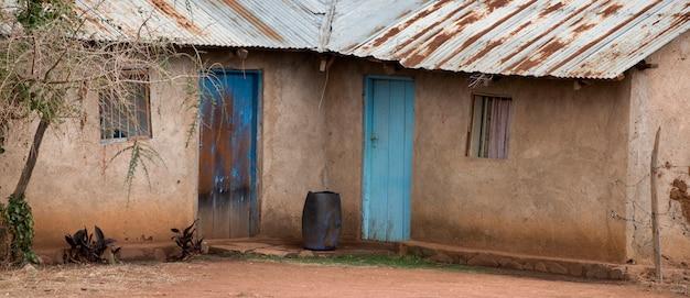 Afrikaanse huis in dorp, tanzania