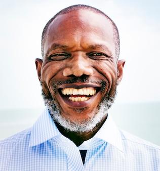 Afrikaanse man beach vakantie levensstijl portret concept