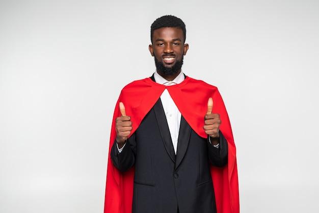 Afrikaanse zakenman in pak met held cout met omhoog duimen