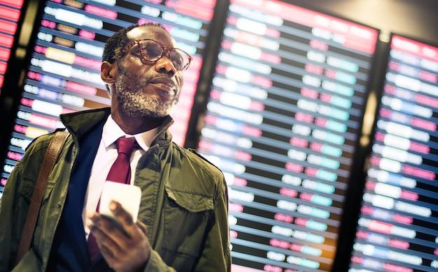Afrikaanse zakenman wachttijd concept