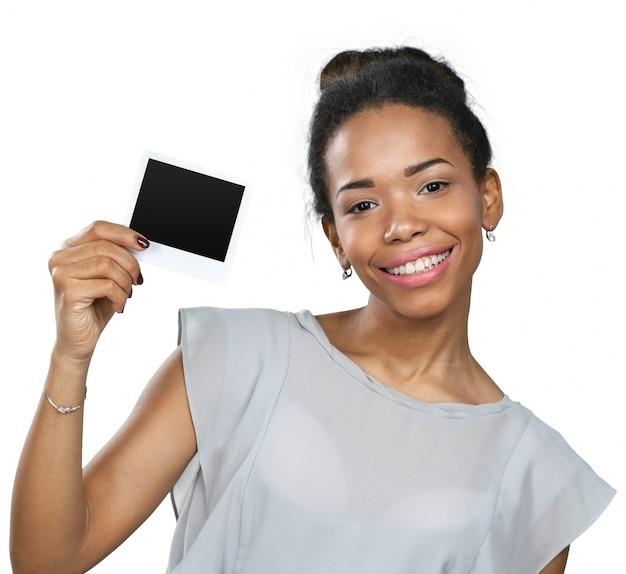 Afro-amerikaanse vrouw met blanco papier