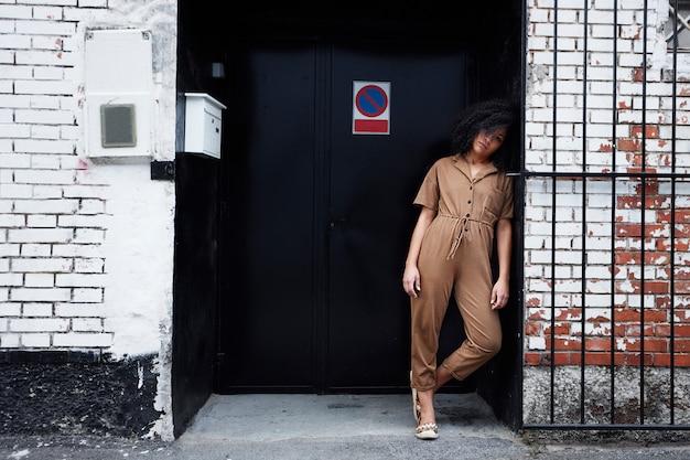 Afro-amerikaanse vrouw poseren