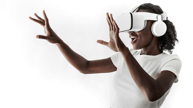 Afro-amerikaanse vrouw vr-simulatie ervaren