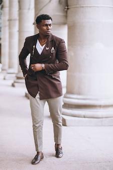 Afro-amerikaanse zakenman in pak