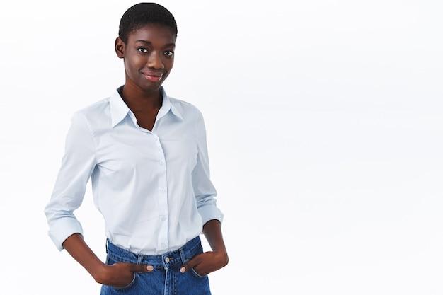 Afro-amerikaanse zakenvrouw poseren