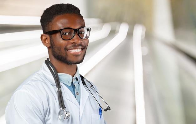 Afro-amerikaanse zwarte dokter man