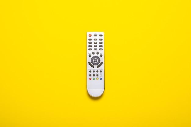 Afstandsbediening van een tv of tv-tuner op geel