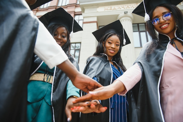 Afstuderen ceremonieconcept voor jonge studenten