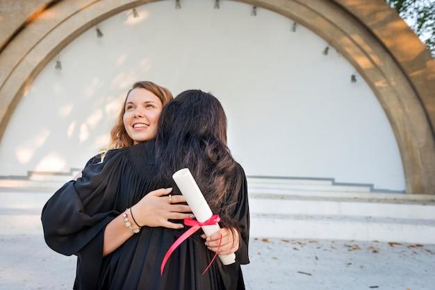 Afstuderen viering succes certificaat college concept