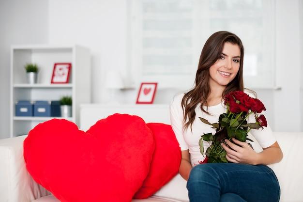 Aftelkalender voor valentijnsdag met boeket van rode rozen