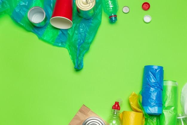 Afvalmaterialen papier, plastic, polyethyleen