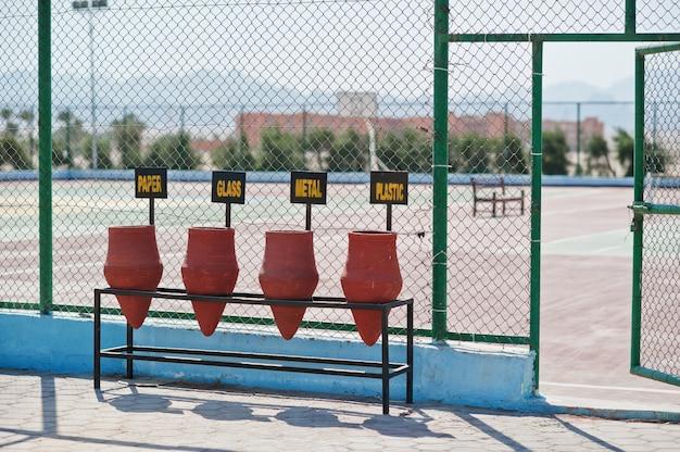 Afvalsortering van kleipotten in egypte