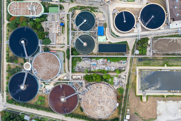 Afvalwaterzuiveringsinstallatie draait in tank van substation elektriciteitscentrale