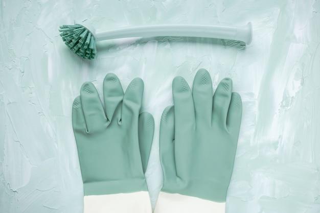 Afwasborstel en handschoenen
