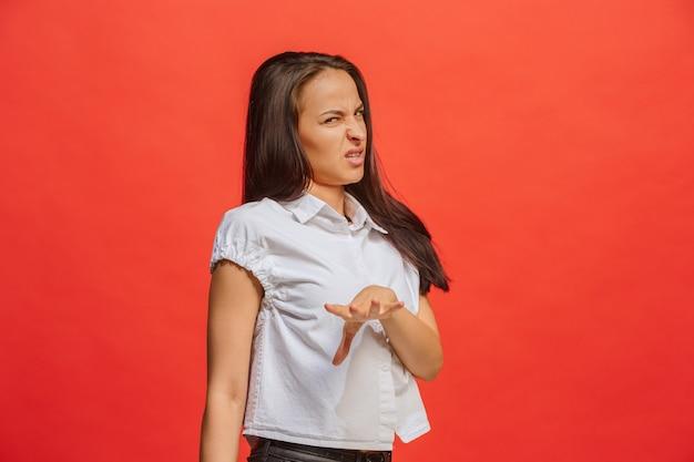 Afwijzen, afwijzing, twijfel concept. twijfelachtige vrouw die met doordachte uitdrukking keuze maakt.