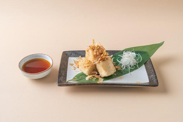 Age dashi tofu - knapperige gefrituurde tofu geserveerd met sojasaus