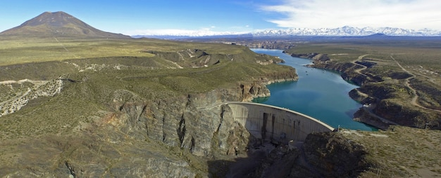Agua del toro-dijk (andesgebergte), foto genomen vanaf een drone