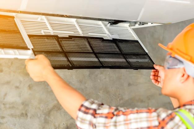 Air conditioner stoffilter nieuw gemonteerd na reiniging
