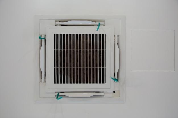 Airco-ventilatie op plafond