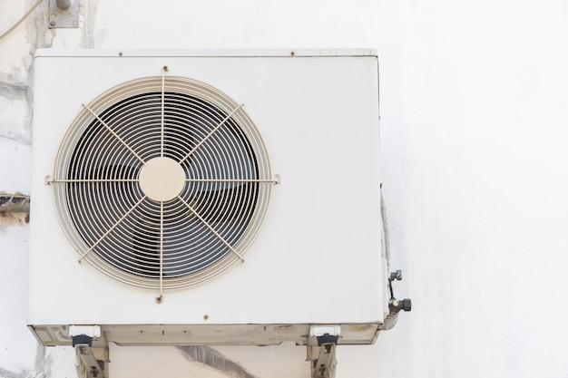 Airconditioner compressor buiten