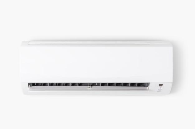 Airconditioner gemonteerd op een witte muur