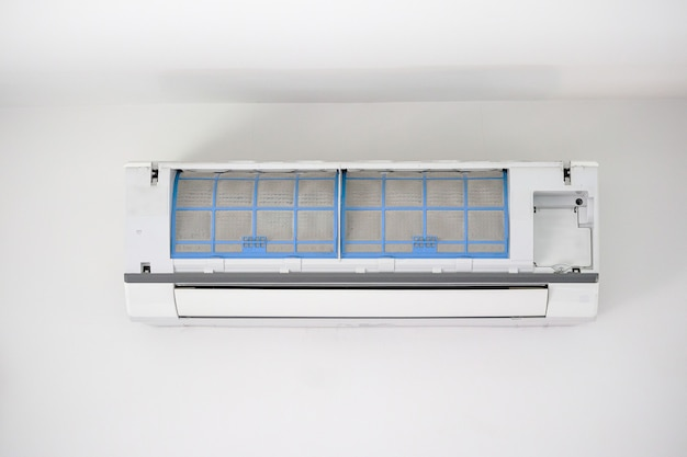 Airconditioner met vuile filter close-up