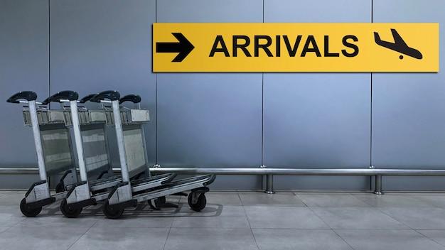 Airport sign for arrivals terminal directory in het gebouw.