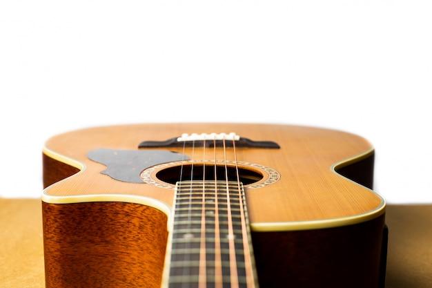 Akoestische gitaar die klassiek en mooi is