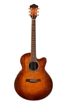 Akoestische gitaar geïsoleerd op een wit oppervlak