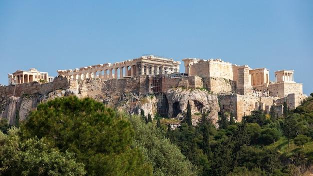 Akropolis heuvel, griekenland. beroemde oude akropolis is een van de belangrijkste bezienswaardigheden van athene.