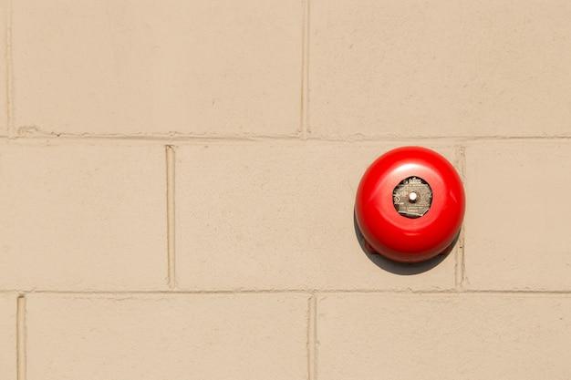 Alarmeert rode muur.