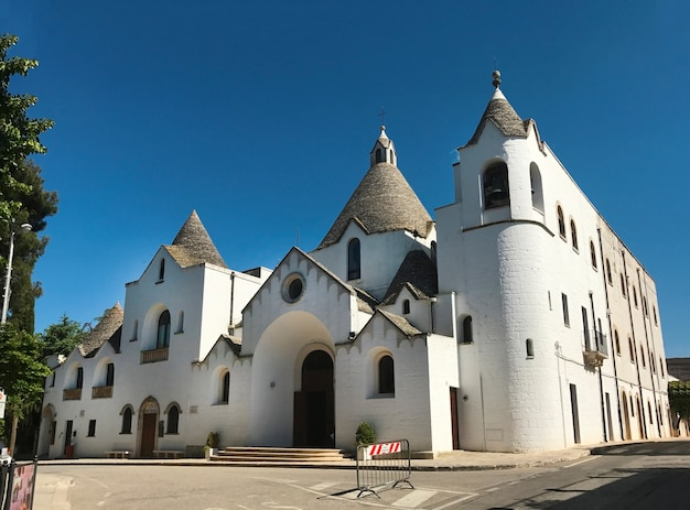 Alberobello stad italië saint antonio kerk landmark architectuur