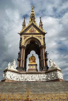 Albert memorial in kensington gardens, londen, verenigd koninkrijk