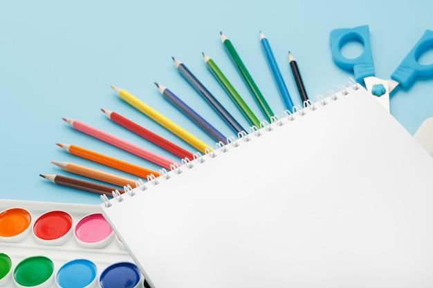 Album voor tekenen en creativiteit voor school met briefpapier